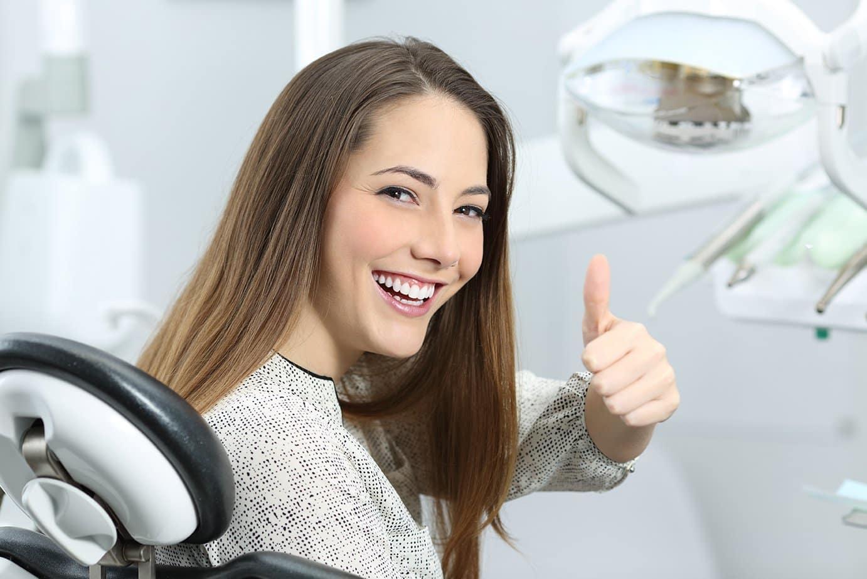 kobieta w gabinecie stomatologicznym